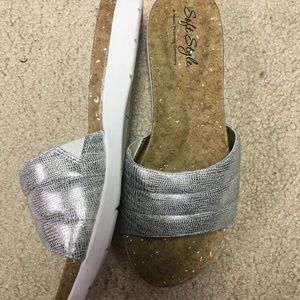 """Hush Puppies Soft Style """"Laila"""" Silver Size 6M"""